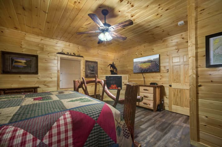 Pigeon Forge, Tennessee Chalet Rental - Gallery Image #12